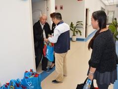 青岛安宁医院在家属开放日为家属发福利